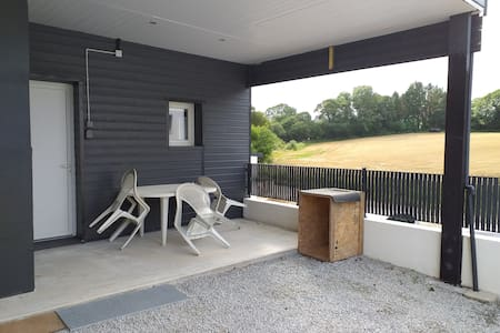 studio neuf, fonctionnel. isolé. 2 couchages +++