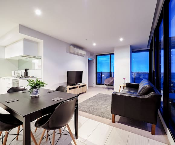 2 bedroom apartment/free wifi, parking and foxtel