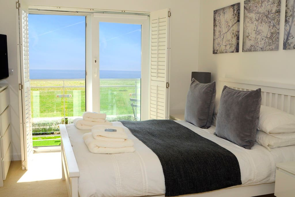 Master bedroom with stunning sea views  Wake up to the beautiful beach and listen to the waves
