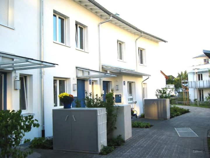 Beautiful House with cosy Garden close to Munich