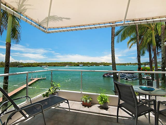 Absolute Noosa River Front Apartment with Jetty