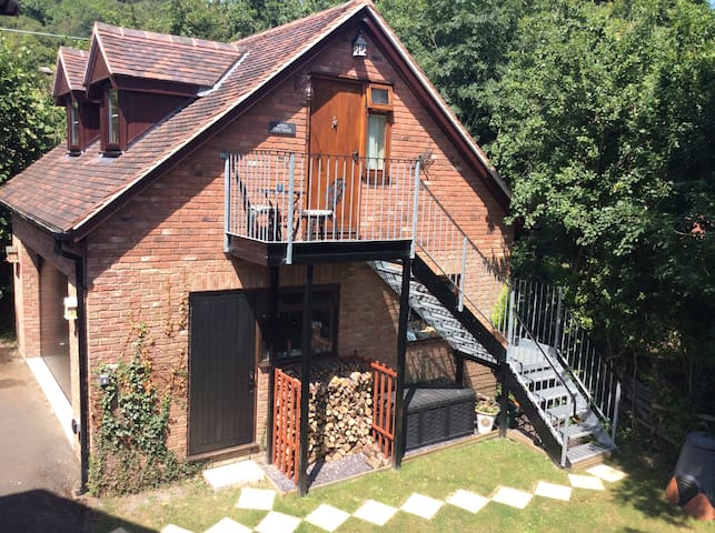 Detached guest accommodation Herefordshire
