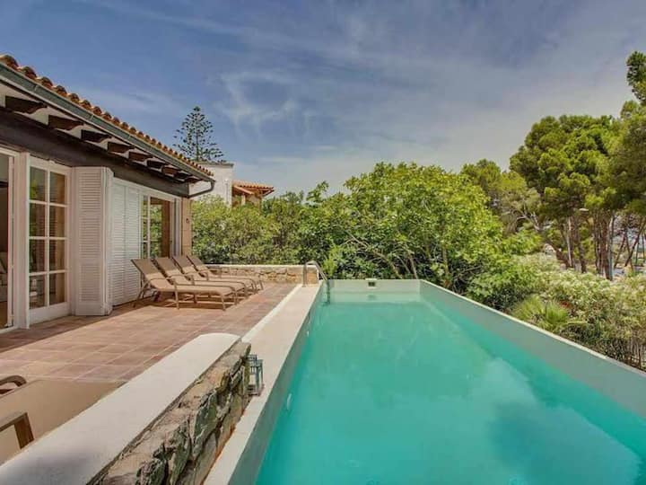 Villa with sea views and pool for 6 people in Font de sa Cala