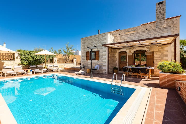 Villa Myrtia with private pool, Atsipopoulo center