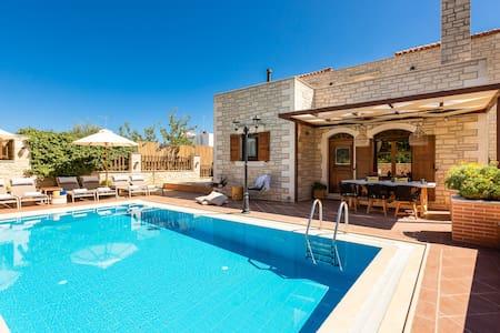 Villa Myrtia with private pool, Atsipopoulo center