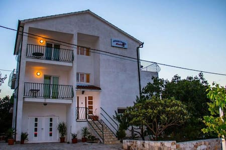 Apartments Sandra / A3 Two bedrooms - Okrug Donji - 아파트