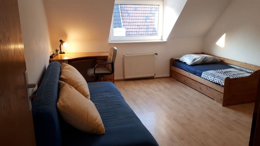 Quiet spacious room in city center for 1-4 persons