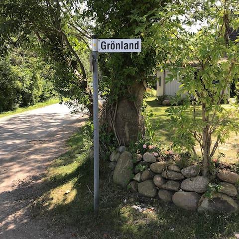 So heißt die Straße in der wir wohnen. Ein Privatweg.