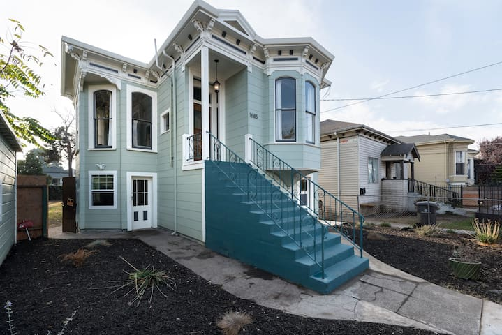 Historic Victorian that is a very easy walk to West Oakland Bart. Street parking is available but is not reserved.