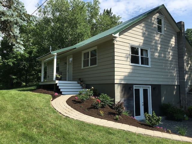 Beautiful home - 2 miles from town. - Wellsboro - Rumah