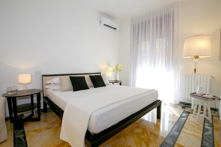 Golden Suite, charming room in Salerno downtown