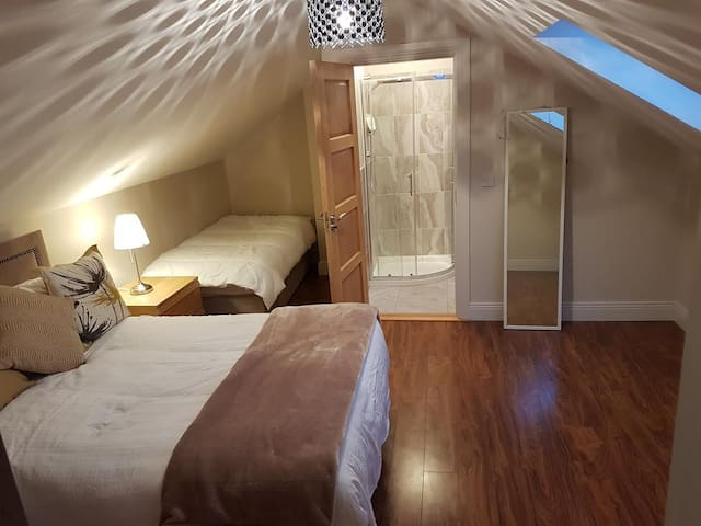 Canella Lodge - Ensuite Loft Triple Room