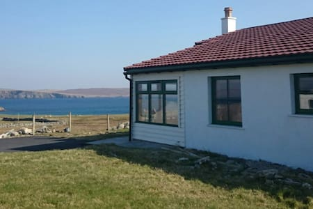 2  bedroom cottage, superb views