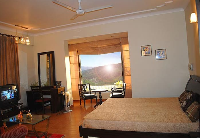 Homely stay with serene view McLeodganj - Dharamshala - Villa