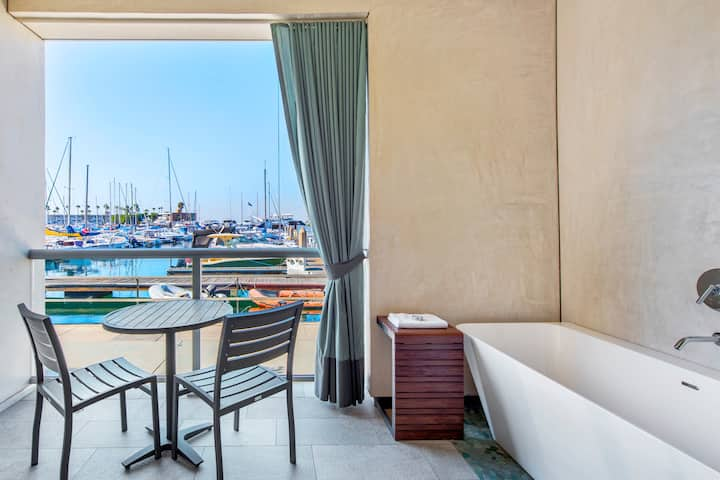 Deluxe King Suite with Marina View