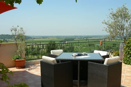 Family Room close to Saint Emilion - Pujols - 宾馆