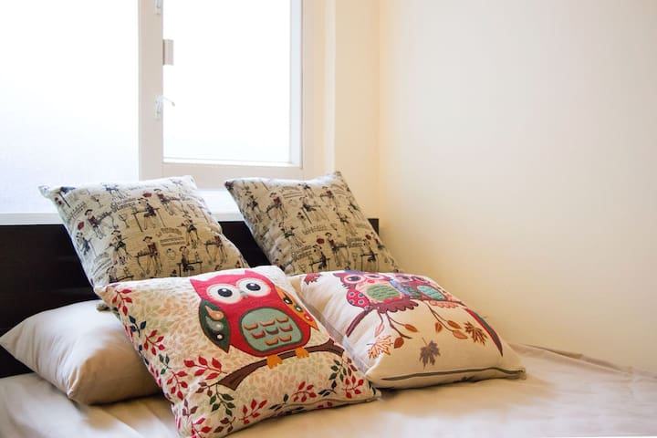 HK island side Single bed studio單人獨立套房