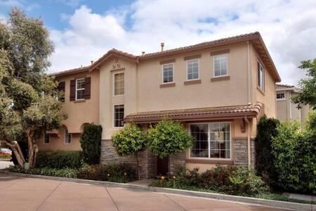 Luxury, Private, Walk to Tech Compnies & Levi's #1 - Santa Clara