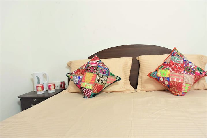 Cupid Room W/ Large Bathroom  HKV. JNU. AIIMS - Neu-Delhi - Bed & Breakfast