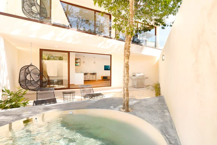 Modern Cute Private Studio Ground Floor/ Private Jacuzzi + Deck  in Tulum Paradise.