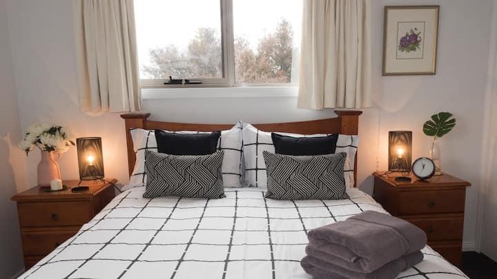 Spacious Modern Home, West Launceston - Free WiFi
