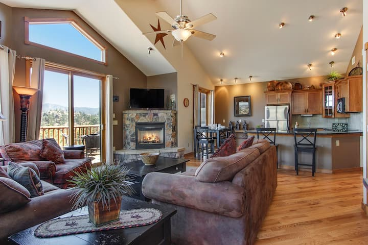 The Twin Owls 21A - 2 Br condo with private hot tub, Marys Lake and mountain views!