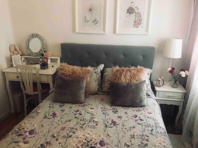 Habitación estilo romántico.