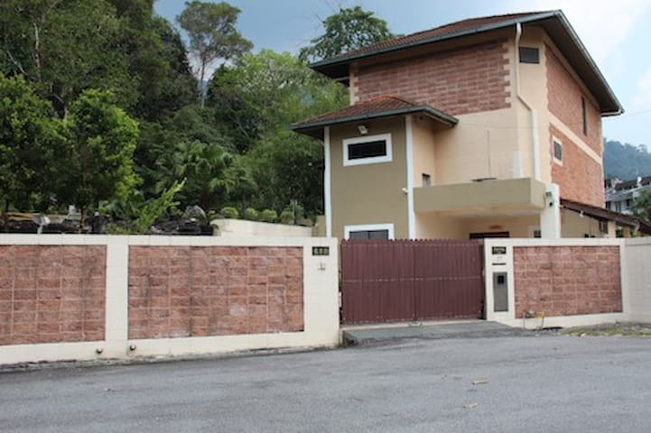 Taiping Nest Executive Bungalow (4 Rooms)