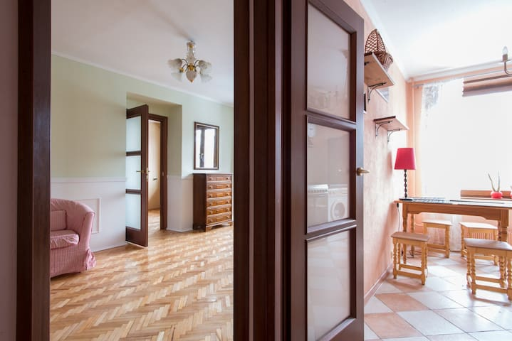 An atmospheric 2 room apartment next to Voikovkaya