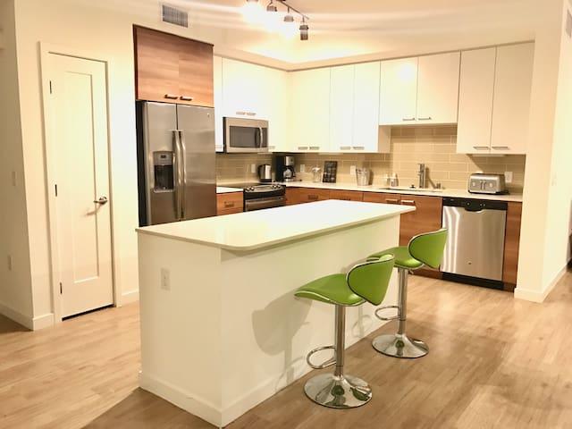 LUXURY APT-8MINSTO DISNEY- CONVENTION- GREAT PRICE - Anaheim - Lägenhet