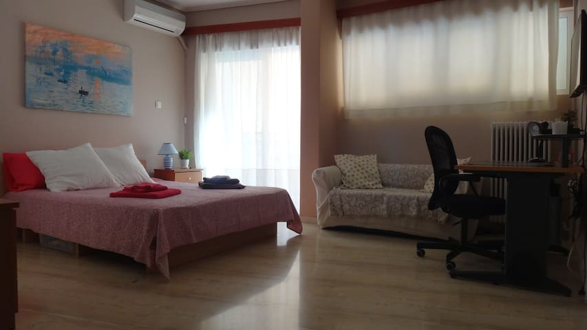 Sunny studio -5min from Ano Patisia train station