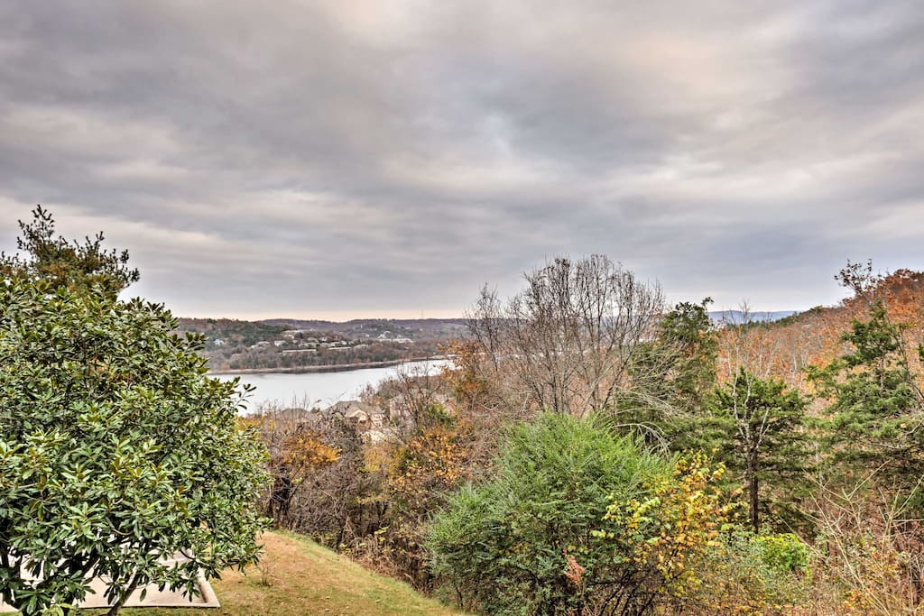 This vacation rental features unbeatable views and access to Table Rock Lake.