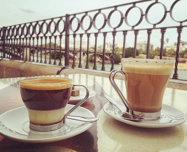 Café junto al Rio Guadalquivir
