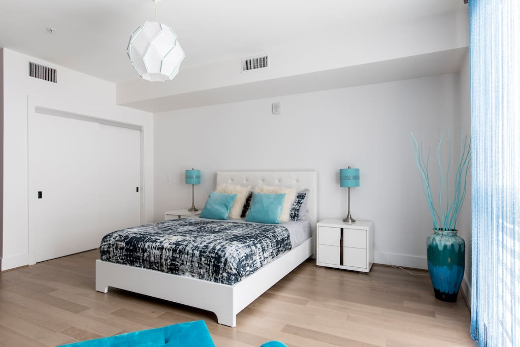 Bedroom with a queen sized bed