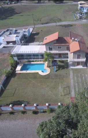 Linda casa de campo condomínio fechado prox TATUÍ