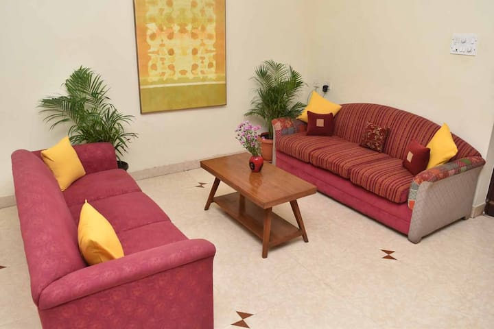 WELCOME TO HAPPY PLANET, A HOME AWAY FROM HOME.  DISCOVER SERENITY!  EXCELLENT LOCATION. SAFE.  VALUE FOR MONEY.   A PERFECT BASE FOR YOUR STAY IN CHENNAI