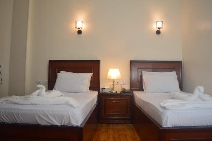 private twin room with  private bathroom free wifi