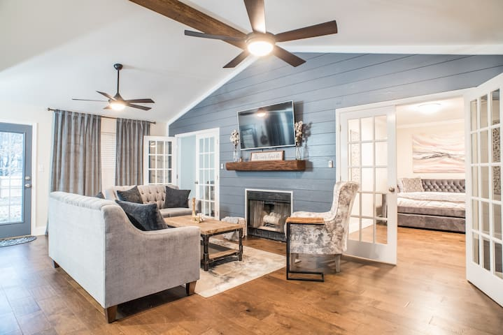 HGTV's Fixin' to Sell - Home Away From Home