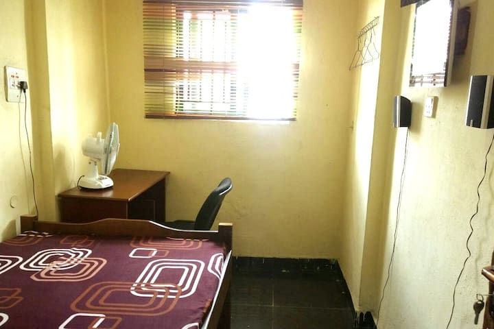 Private room apartment with free Internet in yaba