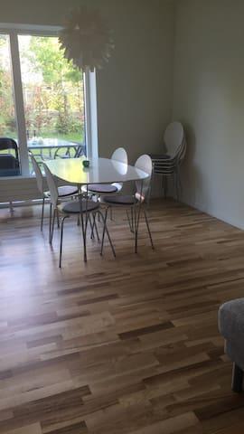 Lejlighed tæt v. centrum med have - Odense - Lakás