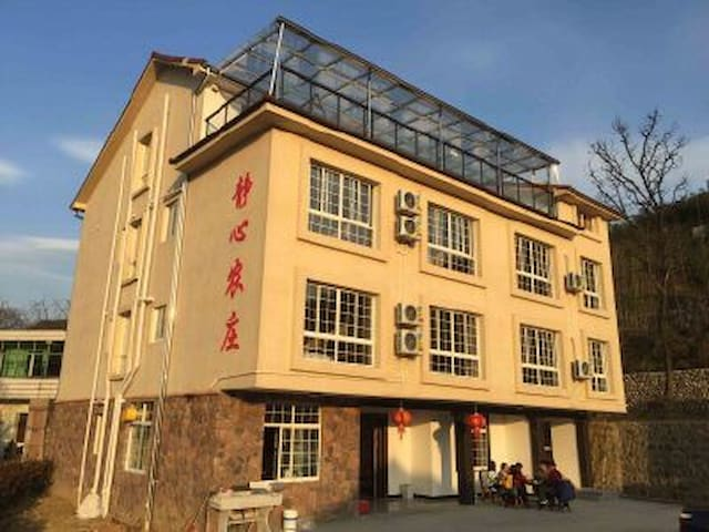 静心农庄坐落在浙江、安吉、天荒坪镇大年初一旁。农庄集餐饮与住宿为一体。 - Huzhou - Pis