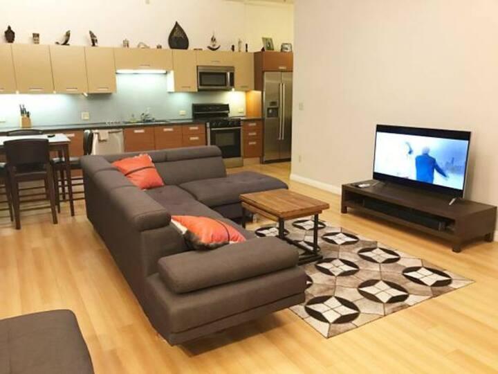 880sf DTLA loft with luxury amenities!