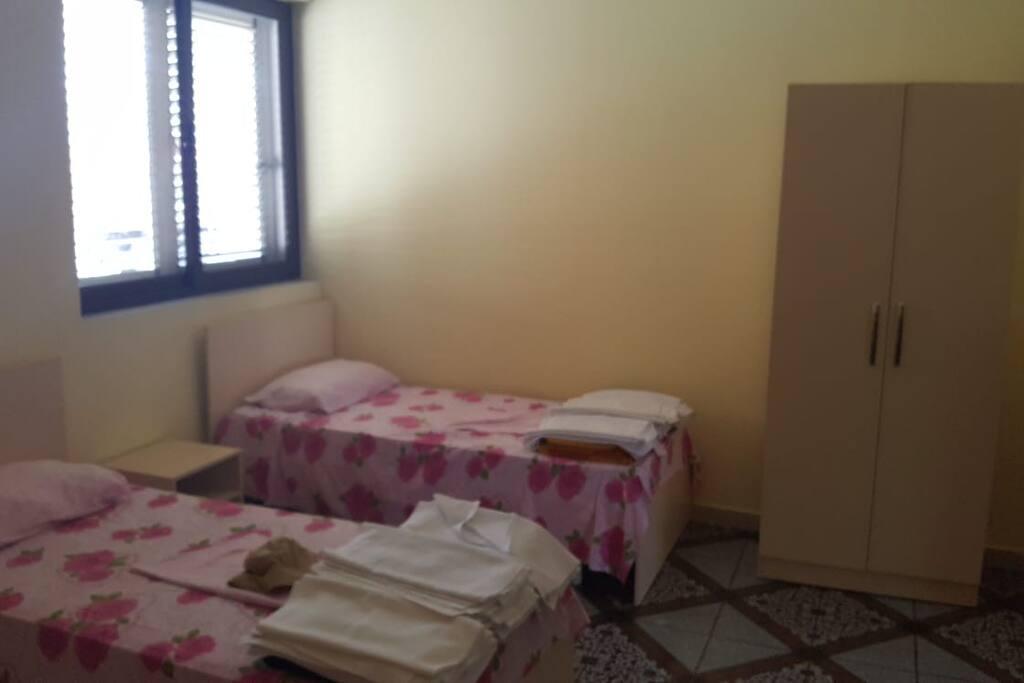 Camera da letto composta da tre posti letto con bagno privato.