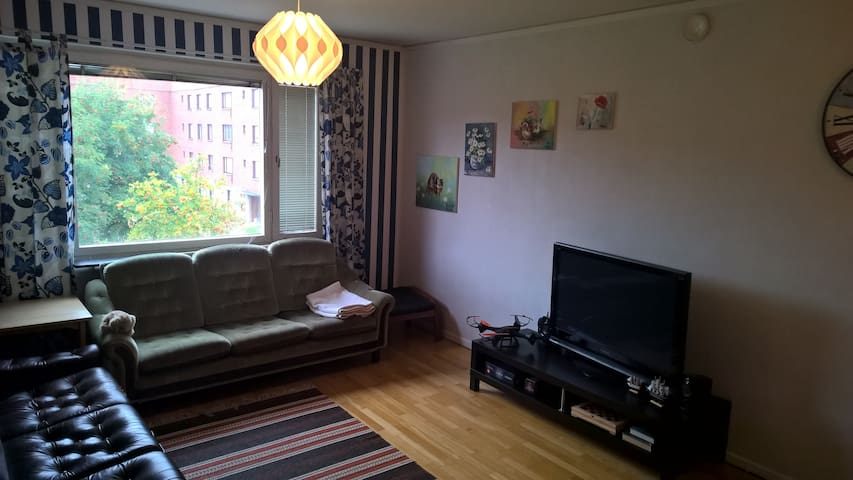 Small cosy room in a 3 room apartment. - Umeå - Appartement