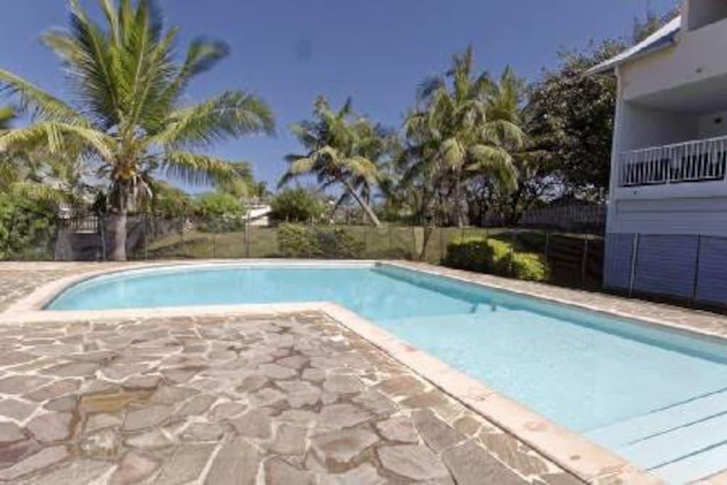 La piscine, après une randonnée, en famille ou amoureux. la nuit ou le matin.