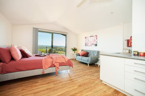 Richmond Hill - Private studio with glorious views