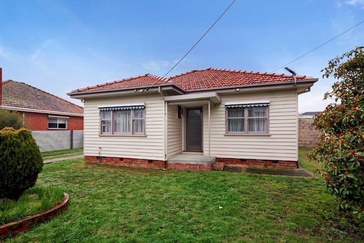 Ballarat cottage on park