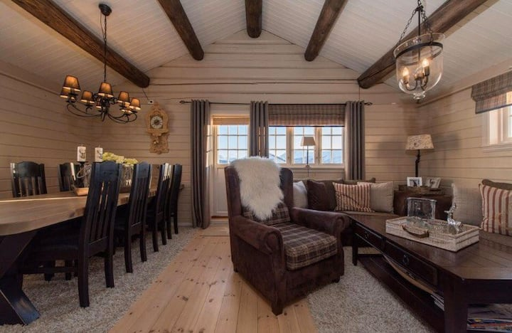 Attraktiv hytte på endetomt på Breesgård hytteby.