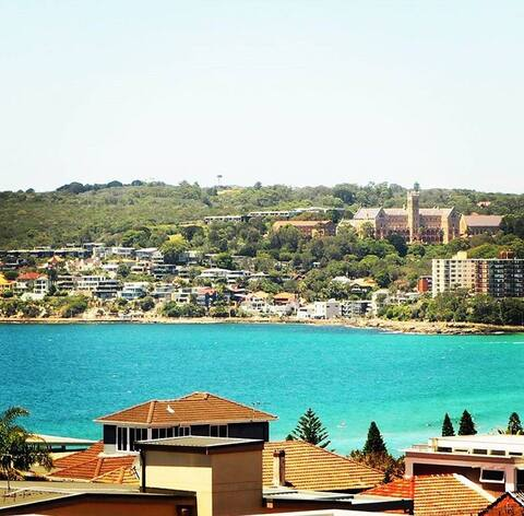 Queenscliff Apartment Between Two Beaches.