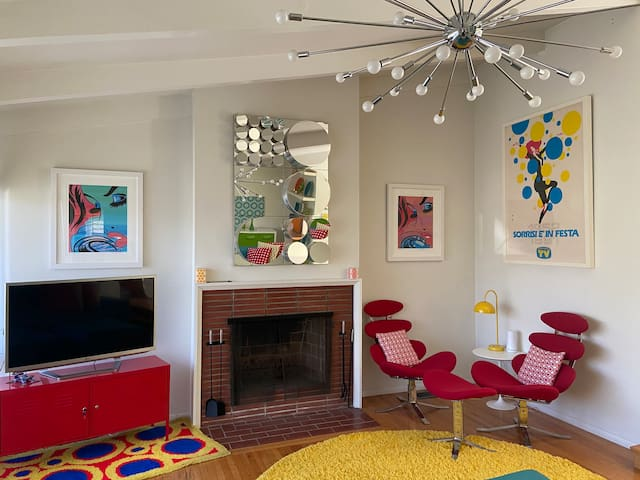 Fab Mod House in Silverlake Hills-large bedroom